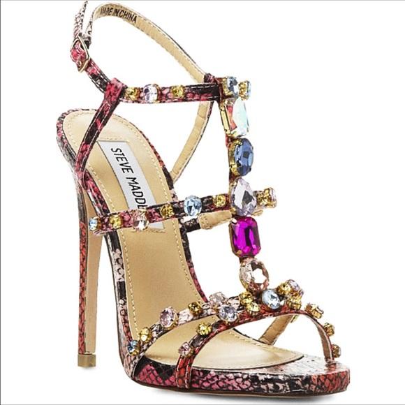 b4832e1df45a3 Steve Madden Jeweled Fuchsia Heels. M 579aa03656b2d6956a01242a