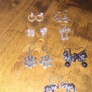 Dangle earrings (7 pairs)