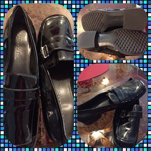 AEROSOLES Shoes - Like New Aerosoles Black Slip On Loafers w/ Buckle
