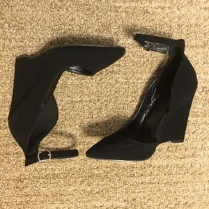 Pointy Heel with Ankle Straps
