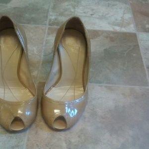 Kate Spade Camel patent peep toe Pumps size 10