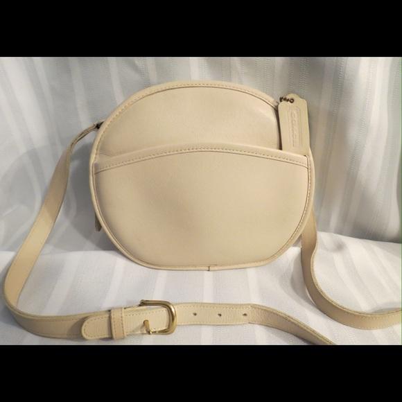 b3290666a84f Coach Handbags - Coach Chester Canteen Bag Rare Color Leather 9901
