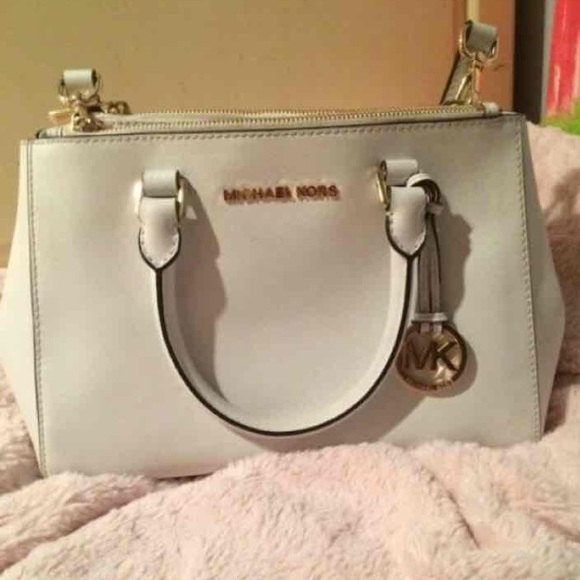 e38533c4312d Michael Kors Bags | White Mk Purse With Strap | Poshmark