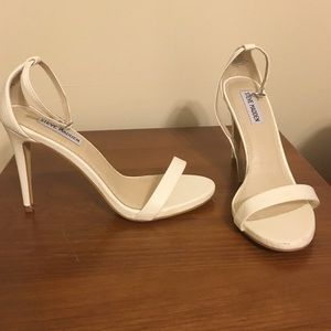 """NWT Steve Madden """"Stecy"""" White Sandals Size 8.5"""