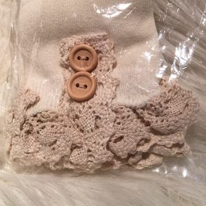 ICON Accessories - Ivory Ankle socks with lace crochet
