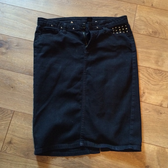 bisou bisou black denim skirt from simply thrifty s