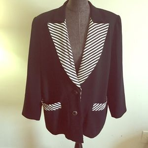 ✨Newly Reduced✨ Black and White Blazer