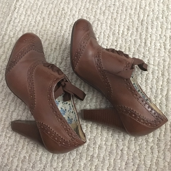 63ca3826c2d9 American Eagle by Payless Shoes - Brown Oxford Heels