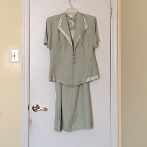 Dresses & Skirts - Two piece skirt suit set, size 12