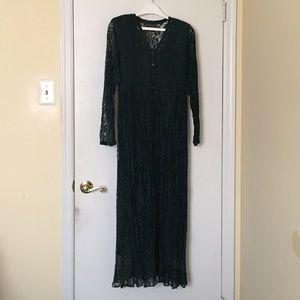 Dresses & Skirts - NWOT Lace maxi dress, Size M