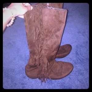Brown suede-like boots with fringe