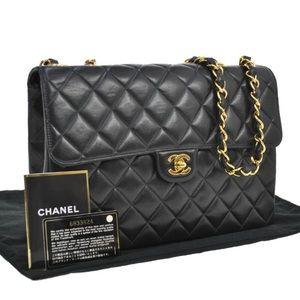 Chanel Jumbo lambskin shoulder bag