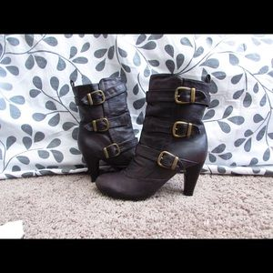 Shoes - Brown boots with gold buckles