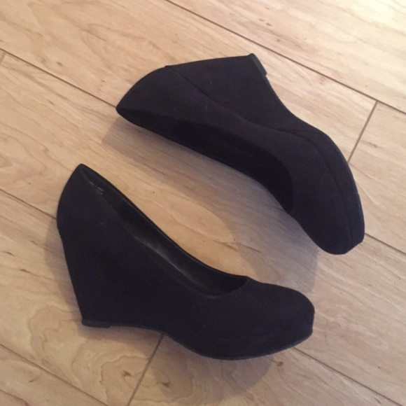 62 off apt 9 shoes apt 9 all black wedge heels from for All black piscine wedges