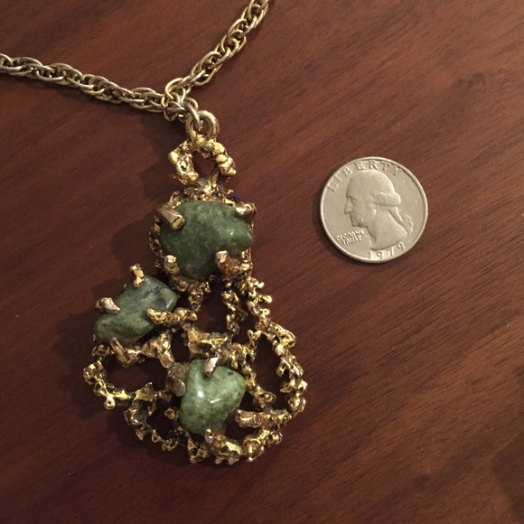 Vintage Jewelry - Stunning vintage brass necklace w green stones