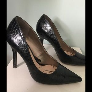 Black snake print heel