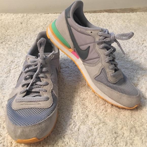 low priced db8d6 73a41 Nike internationalist sneakers grey vintage style.  M579d62ae9c6fcf6058017333