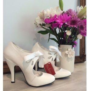 Shoes - ADORABLE white pumps