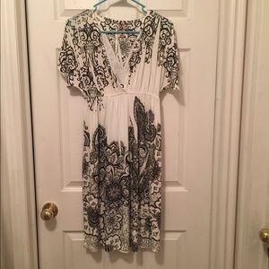 Zizzi Dresses & Skirts - Gorgeous black and white dress