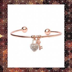 BOGO- NWT-5⭐ Swarovski & Rose Gold Heart Key Cuff