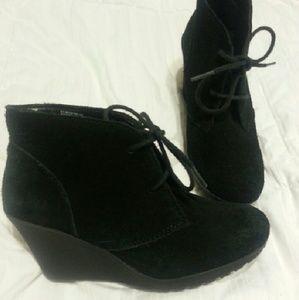 Cute Black Booties Like New.