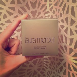 Laura Mercier Mineral Powder: Soft Porcelin