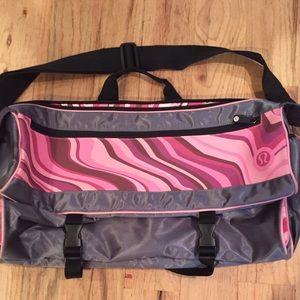 Lululemon yoga/gym messenger bag.