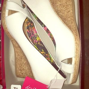 Super cute white wedges