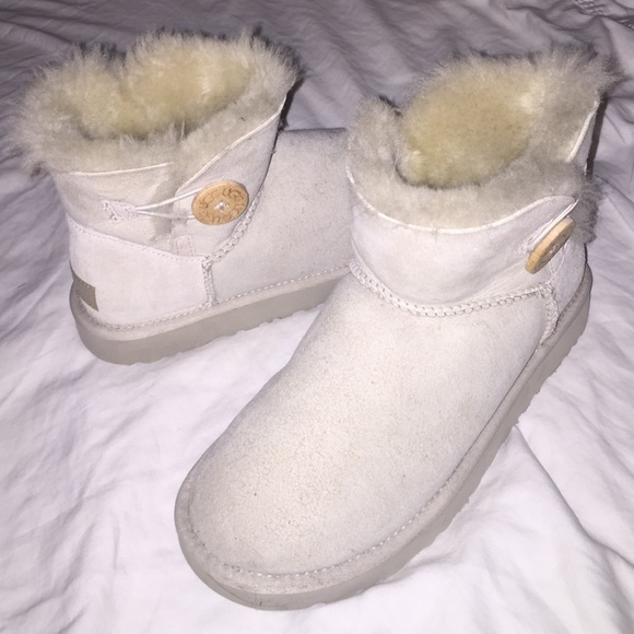 UGG Shoes   Off White Short Uggs   Poshmark
