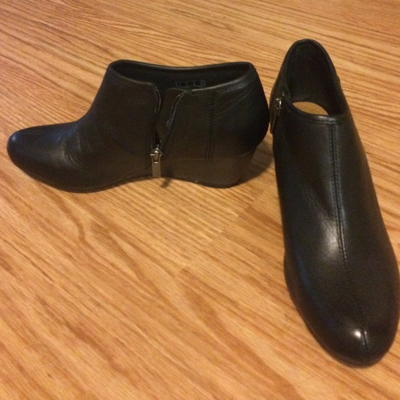f3da202c59b Clarks Brielle Abby ankle boot. US 6.5 never worn