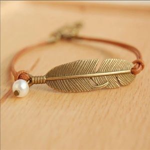 Feather adjustable bracelet