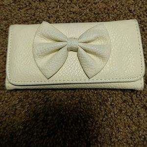 Creme bow wallet