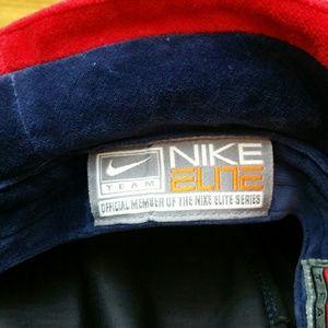 3681ed0b12e Nike Accessories - NWOT! Mens Lg XLg Nike Velour UofA bucket hat