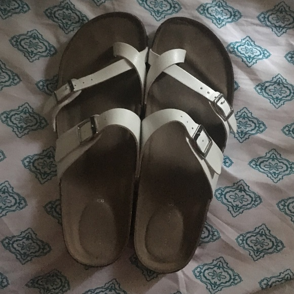 19b107953ab Madden Girl Shoes - Madden Girl Bryce Footbed Sandals