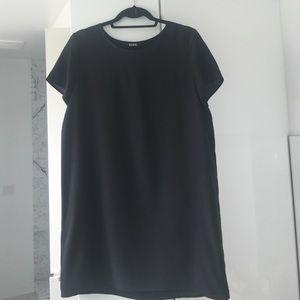 Tildon Dresses & Skirts - Tildon black tee dress