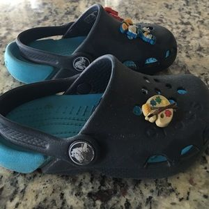 CROCS Shoes - Gently worn crocs with three jibbits!