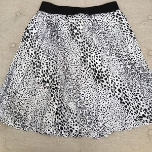 ✅ WHBM Skirt Pleated Leopard Print