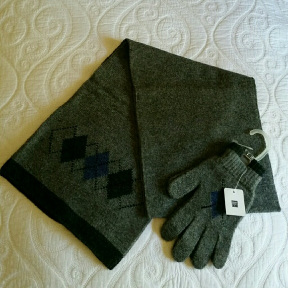 Smart Set Accessories - Scarf & gloves in Black