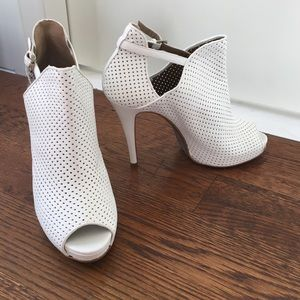 Ermanno Scervino Shoes - Ermanno Scervino White Leather Booties