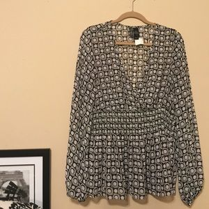 Bisou Bisou black and white blouse