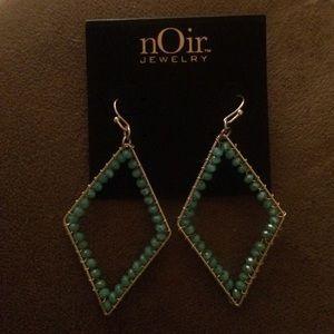 Beautiful noir earrings