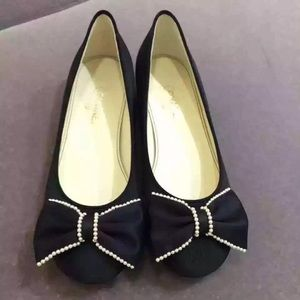CHANEL pearl bow flats in black, gilded