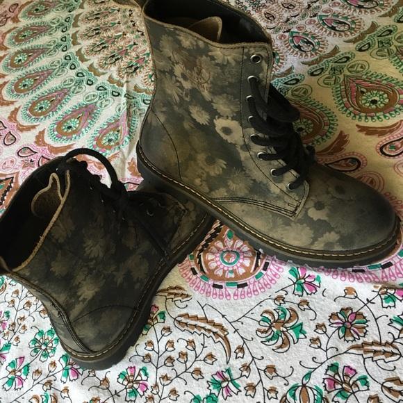 17ad810adb49a COOLWAY floral engineer boots like Doc Martens. M_57a0de61eaf030c138007e9e