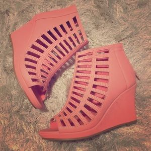  Coral Wedges size 6.5