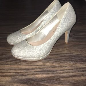 Amiana Shoes - Amiana silver sparkly stilettos.