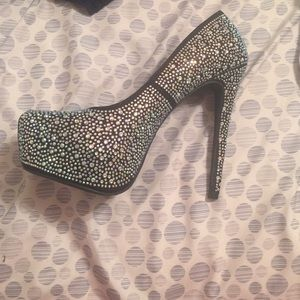 Shoes - Black heel with rhinestones