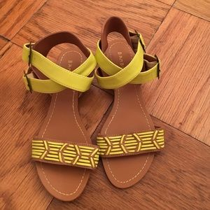 Sandals with small wedge