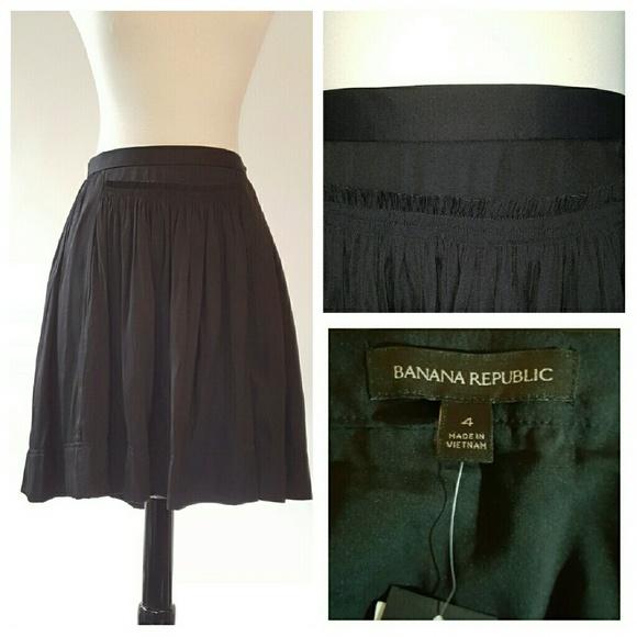 Banana Republic Dresses & Skirts - Banana Republic Black Skirt