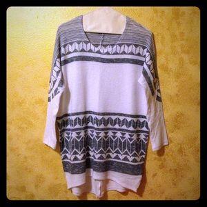 Moa Moa Sweaters - White & Grey arrow print top