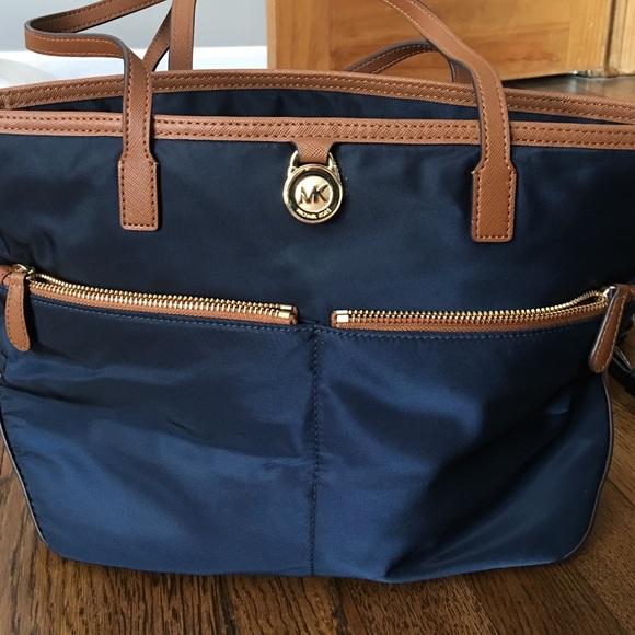 67ddb2e130515 Michael Kors Kempton Nylon Shoulder Bag. M_57a20023f09282326702d7d0